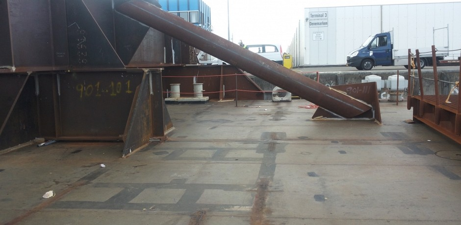 Cleaning and outfitting Wagenborg barge 9