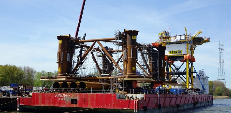 Cleaning Dockwise Black Marlin