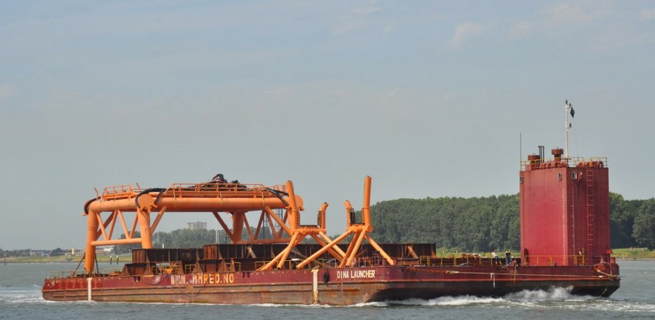 cleaning_cargo_barge_dina_launcher_5_1529922371.jpg
